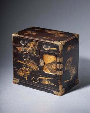 A fine Meiji period Japanese lacquer casket in the manner of Akatsuka Jitoku (1871 - 1936)