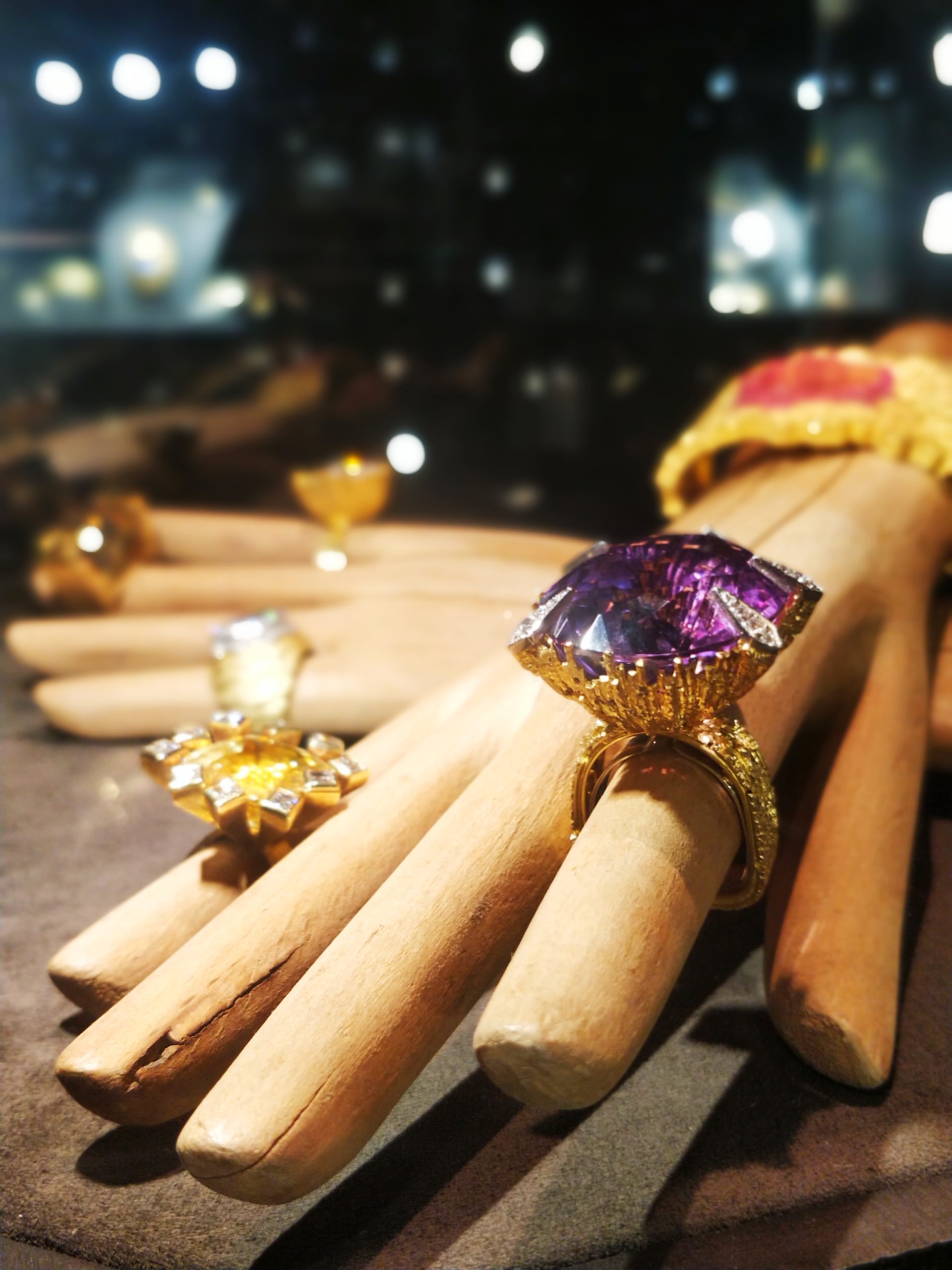 Grima - London - Masterpiece London Fair 2019 - Stand A4 - Incredible Flawless Amethyst Ring