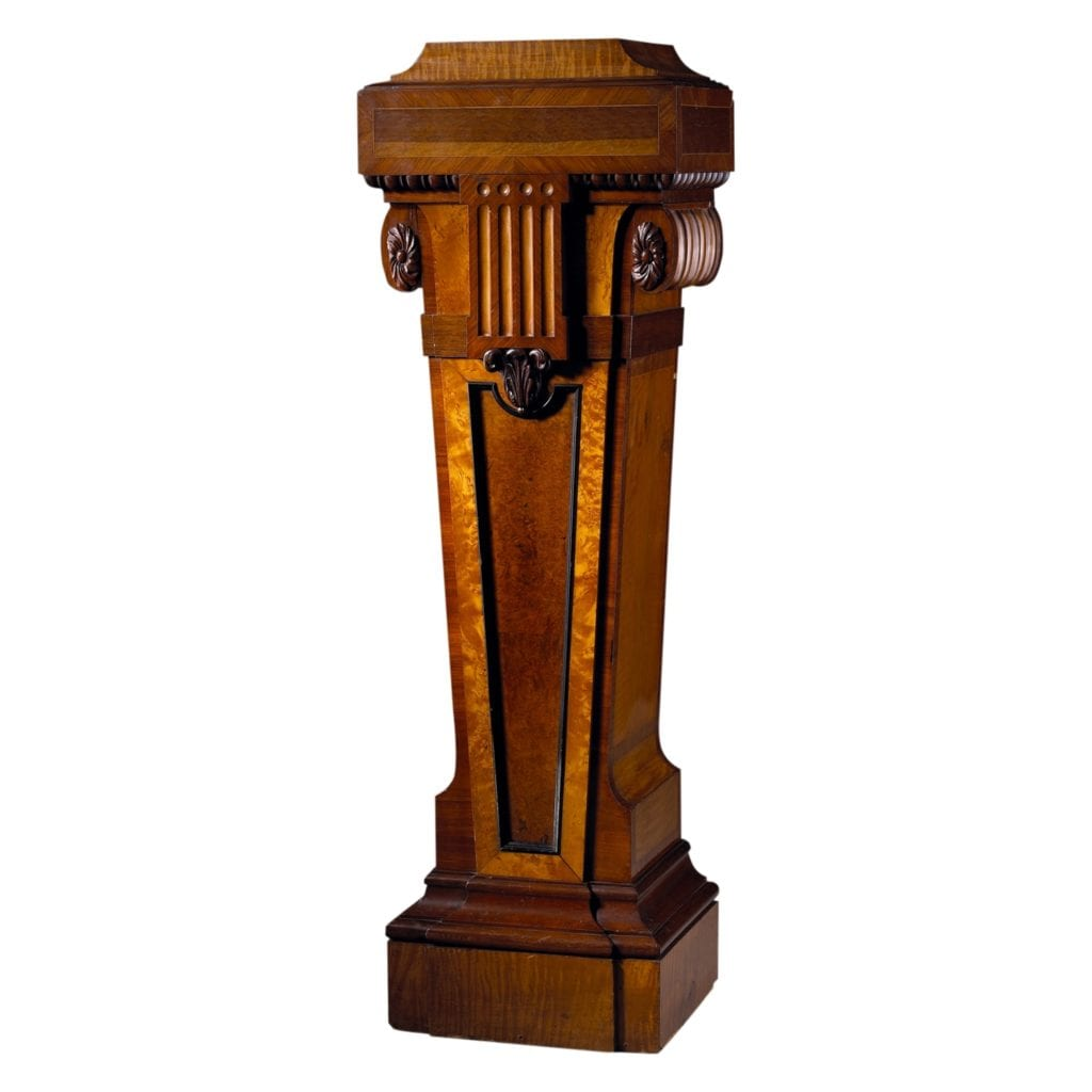 Very well made specimen wood veneered pedestal column with break front in Satinwood and Amboyna. Attributed to Wright & Mansfield - Antique Furniture in London